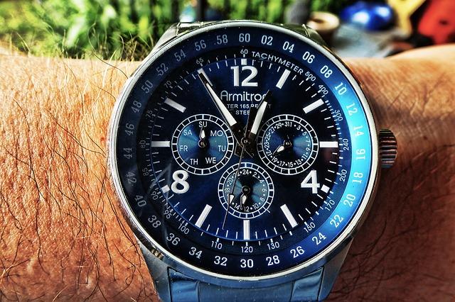 watch-242592_640